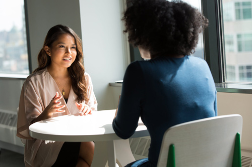 Quels avantages entre la double compétence et l'expérience professionnelle en ressources humaines ?