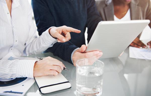 Quelles sont les doubles compétences d'un Conseil en organisation et en management ?